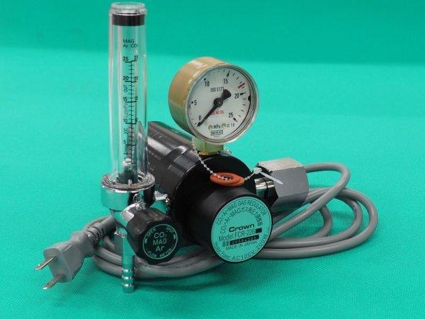 画像1: MAGガス用流量計付ヒータ内蔵二段式圧力調整器 (1)