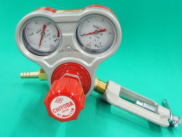 画像1: スタウト圧力調整器 アセチレン用 スタンダード、ゲージプロテクター付 (1)